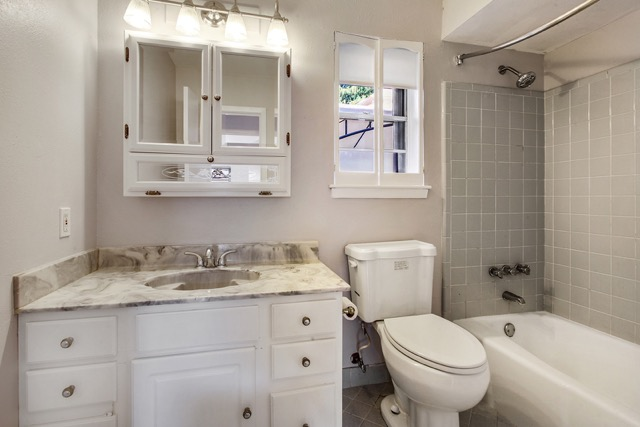 Bathroom 1jpg